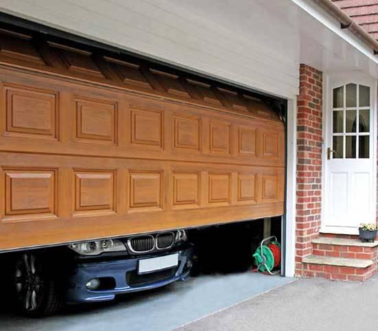 гараж с секционными воротами гараж с секционными воротами