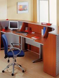 Удобные столы и мебель в приемную