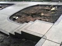 Укладка бетонных дорожек в саду