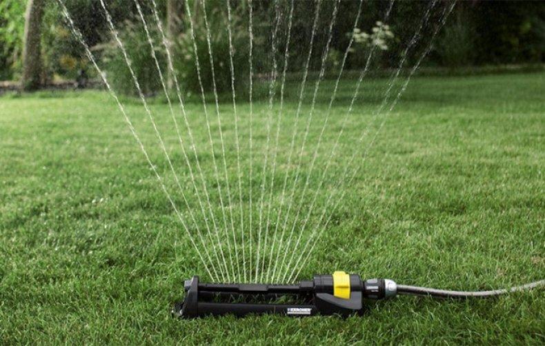 Дождеватели: виды удобных устройств для полива